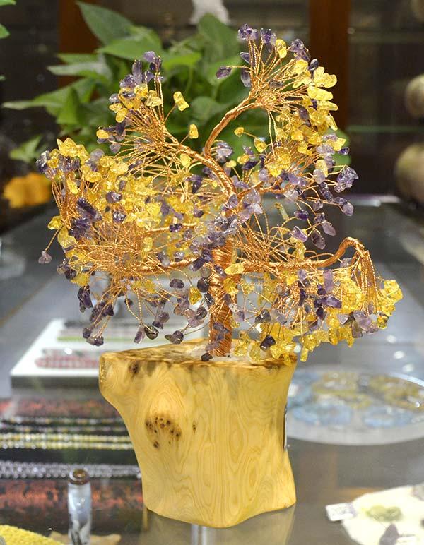 五彩缤纷的天然水晶发财树,招财效果与颜值并重的家居